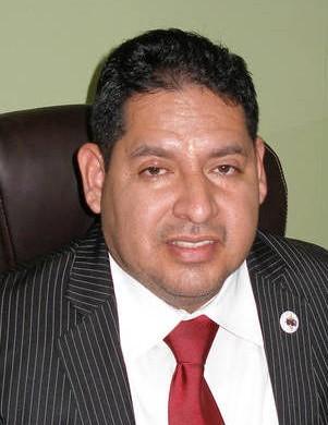 Oswaldo Cabrera es el director de la Coalición Latinoamericana Internacional. El señor no es abogado. Ni él ni su organización están acreditadas por el gobierno.