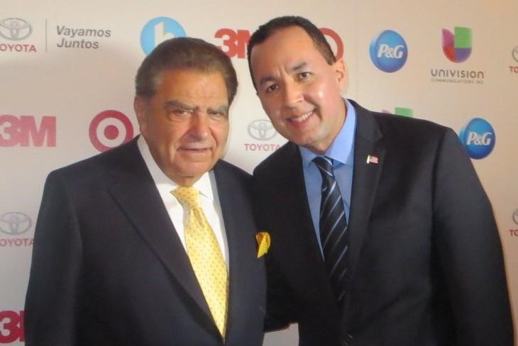 El Dr. Nelson A. Castillo conociendo por primera vez a Don Francisco de Sábado Gigante en la conferencia de Hispanicize 2015 en Miami, Florida.