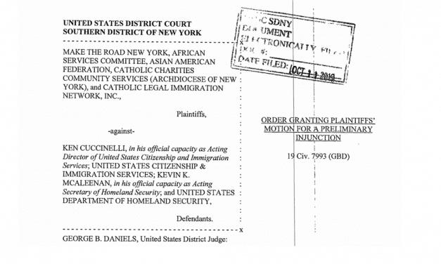 Tres jueces federales bloquean nueva regla sobre carga pública