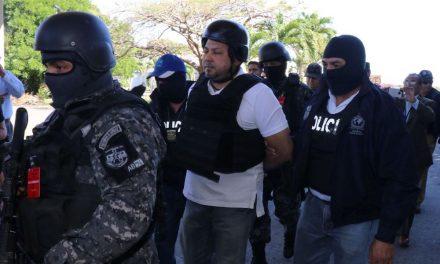 Estados Unidos deporta a exdiputado salvadoreño acusado de lavado de dinero y asesinato