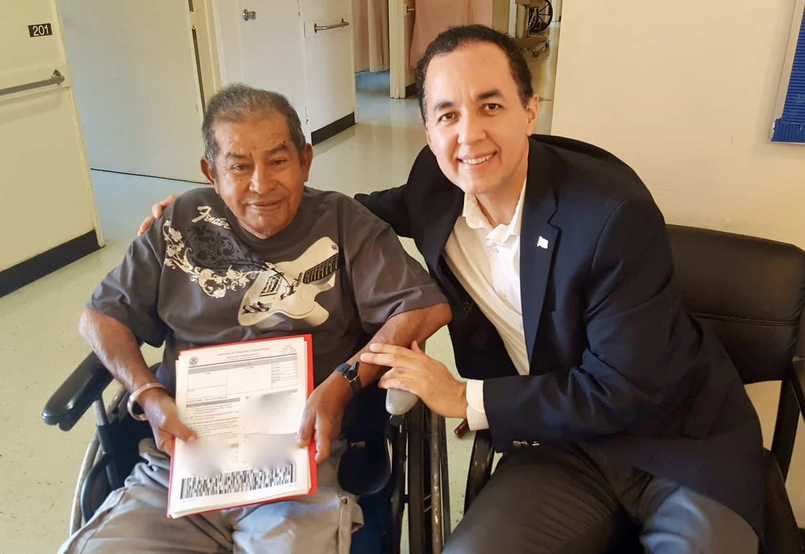 Abogado de Inmigracio%CC%81n Nelson A Castillo Visita Cliente en Hospital
